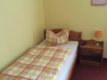 Zweibettzimmer-Standard-Ensuite Dusche-Strassenblick - Zweibettzimmer-Standard-Ensuite Dusche-Strassenblick