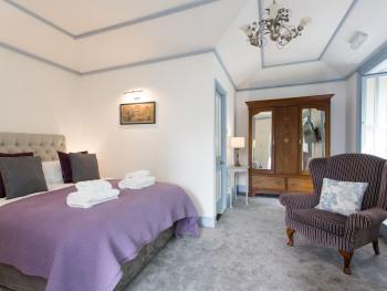 Azalea Room inc Breakfast