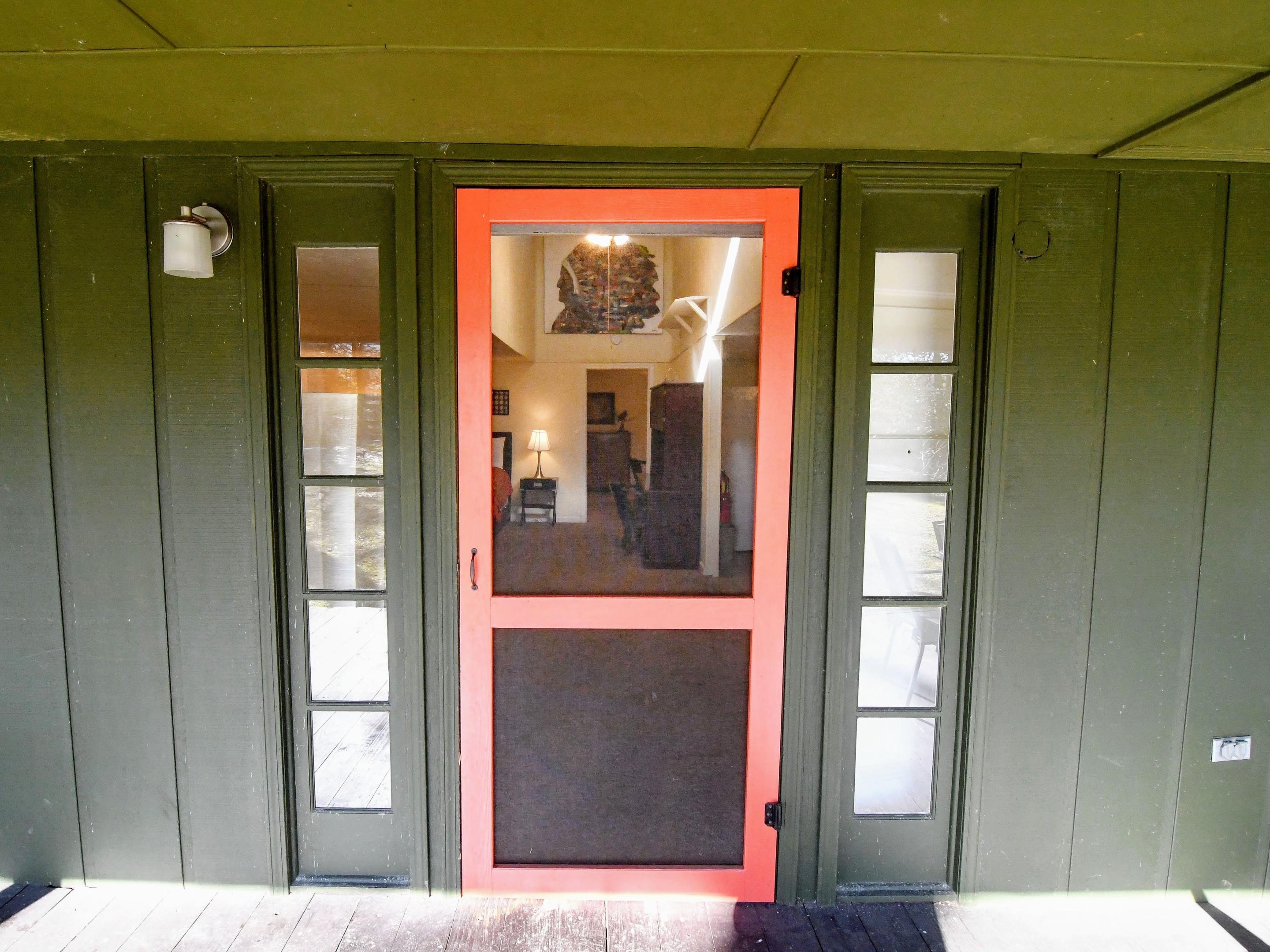 Cottage - 1000 SF on back acre