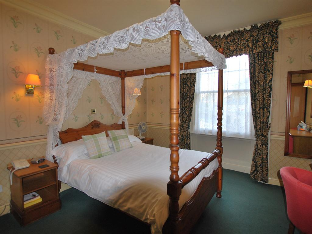 Double room-Deluxe-Ensuite-Four Poster