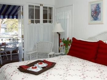 Sun (King Bed, Private Bath w/ Clawfoot Tub, Sun Porch)