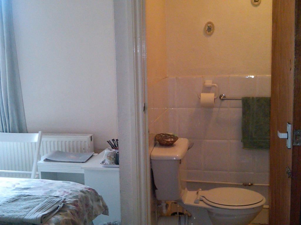 Twin room-Shared Bathroom