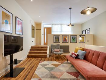 Dakota by LCM Apartments - Living Room
