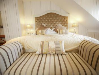 Junior Suite-Ensuite with Bath-Champagne - Base Rate