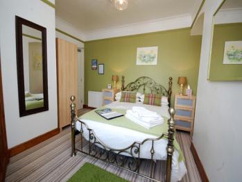Ellies Guest House - Room 4 - Double en-suite