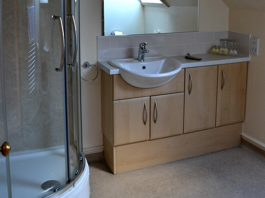 Family room-Ensuite with Shower - Base Rate