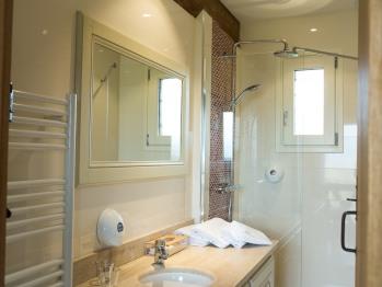 """Chambre d'hôtes """"Les Roses"""" (Standard) - La salle de bain - Domaine le Clos du Phare"""