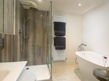 Barn End - rain and handheld shower and deep recliner bath