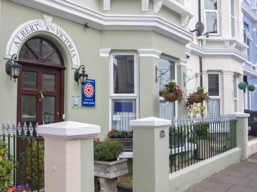The Albert & Victoria Guest House is just two minutes walk to Eastbourne beach