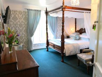 The Arches B&B - The Green Room Four Poster with En-suite