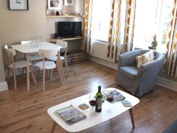 Sea Breeze - Lounge / Dining Area