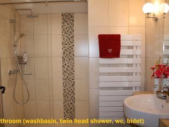 Bathroom (washbasin, twin head shower, wc, bidet)