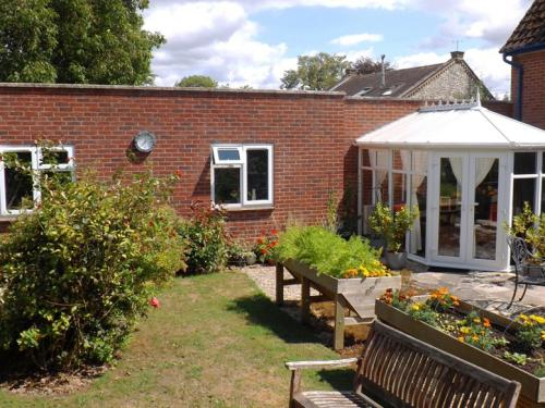 B&B Wing, Conservatory & Patio