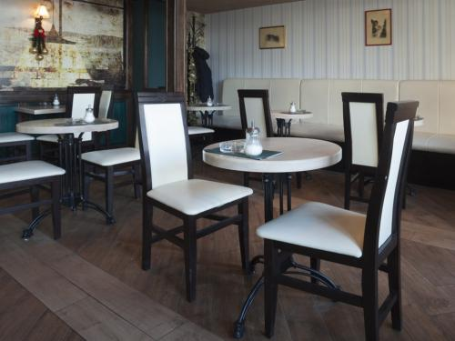 The Tiffany Breakfast Room
