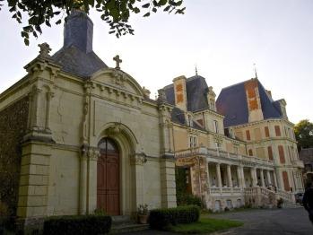 Vue générale du château et de la chapelle