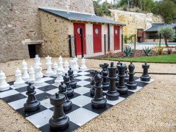 Jeux d'échecs et vestiaire piscine