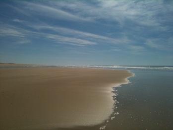 accès à cette plage océane par le sentier du littoral