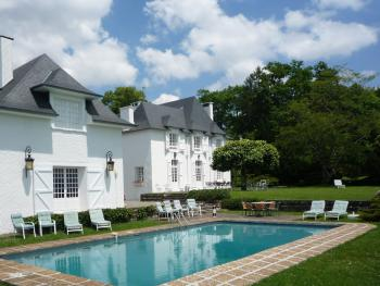Clos Mirabel B&B - The pool and grounds