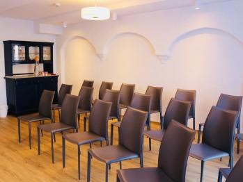 Seminarraum (nur direkt buchbar) mit flexibler Bestuhlung