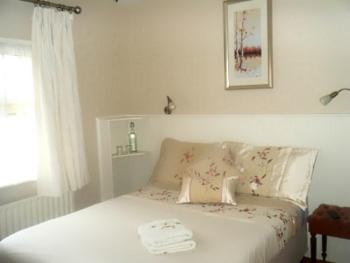 Triple room-Ensuite with Shower-Room 2