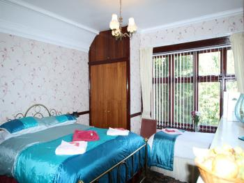 Double room-Ensuite with Bath-room 4