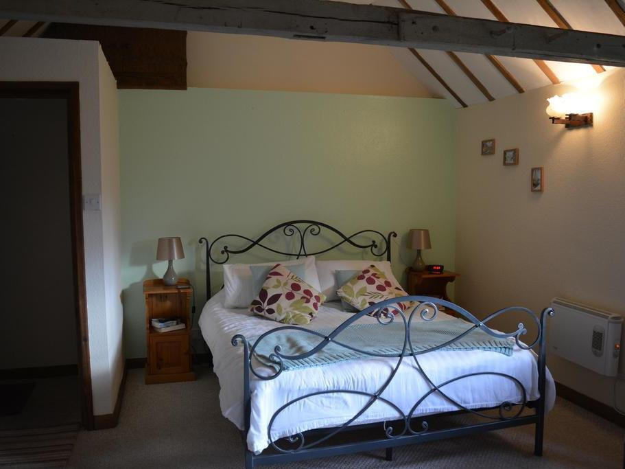 Double room-Private Bathroom-Large Room - Base Rate