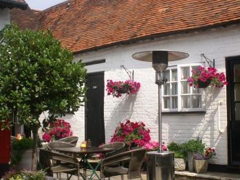 The Saracens Head - Courtyard
