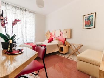 Matrimoniale o doppia-Superiore-Bagno in camera con doccia-Vista città-stanza rossa
