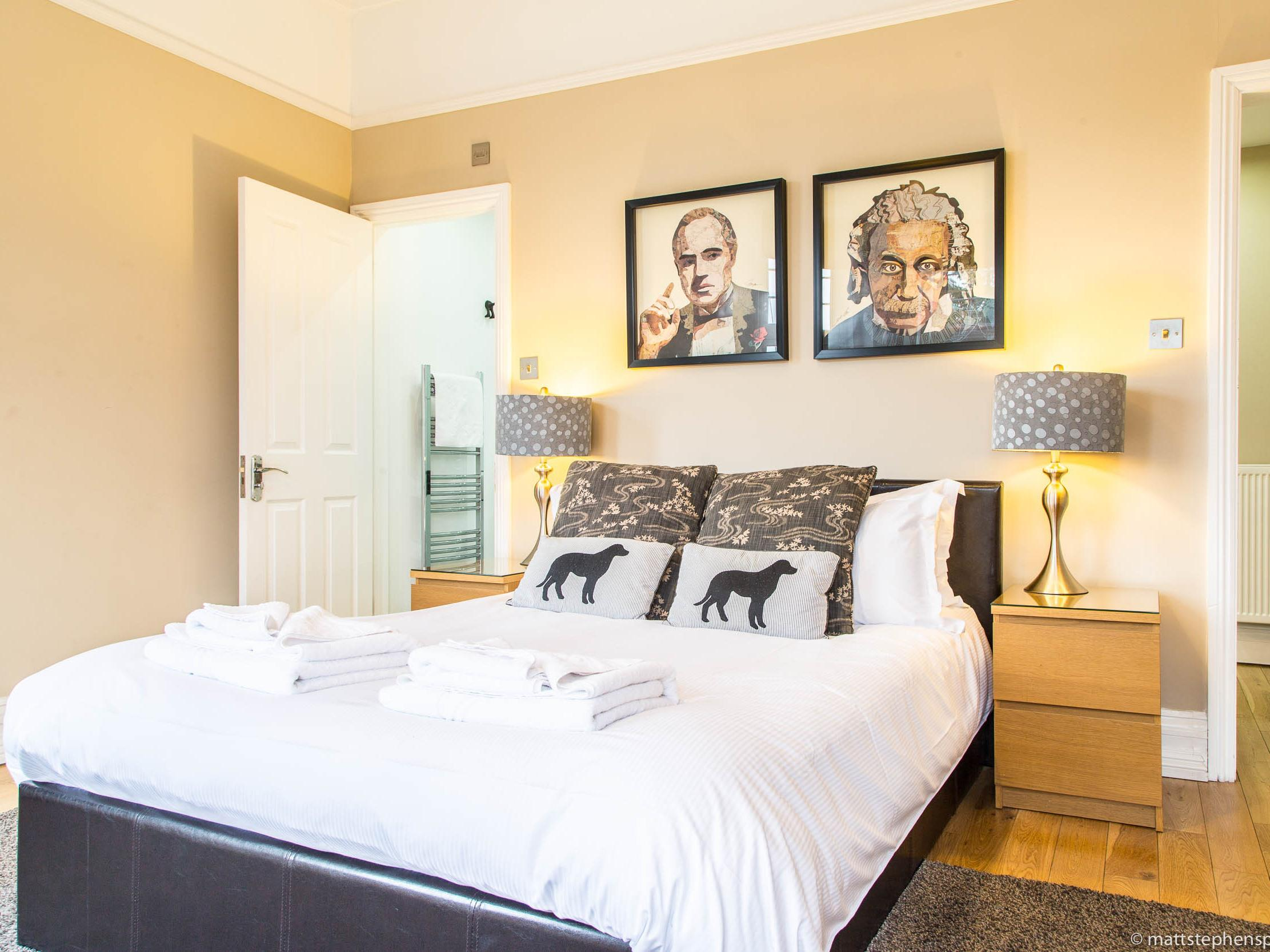 Studio-Luxury-Ensuite with Shower-Garden View-Apartment 2 - Base Rate