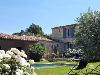 La maison, le jardin et la piscine chauffée