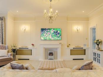TV & Sitting Area