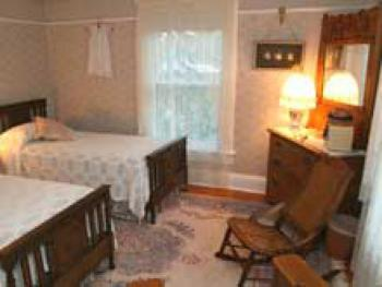Double room-Shared Bathroom-Standard-Street View-Gareld's Room
