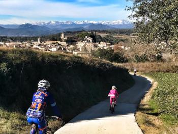 Winter family trail ride to Besalu