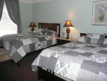 2 Queen beds - occupancy 1- 3  ivy room
