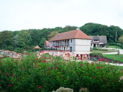 Le Manoir et fleurs du jardin - Domaine le Clos du Phare