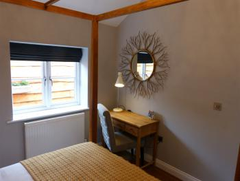 Cottage-Ensuite with Bath-Little Lodge - Base Rate