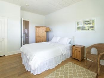 Beach House 1st Floor-Single room-Pool View-Large-Private Bathroom