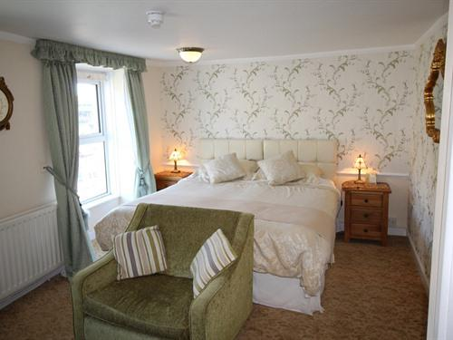 BEDROOM 3 SLEEP UP TO 2 ADULTS +1 CHILD (HARBOUR VIEW)