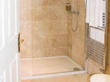 Std Dbl Room 14 En-Suite Shower