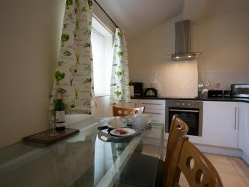 Oak cottage modern full kitchen, dining area facilities