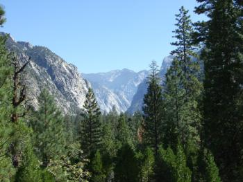 Kings Canyon Yosemite from Cedar Grove Trail