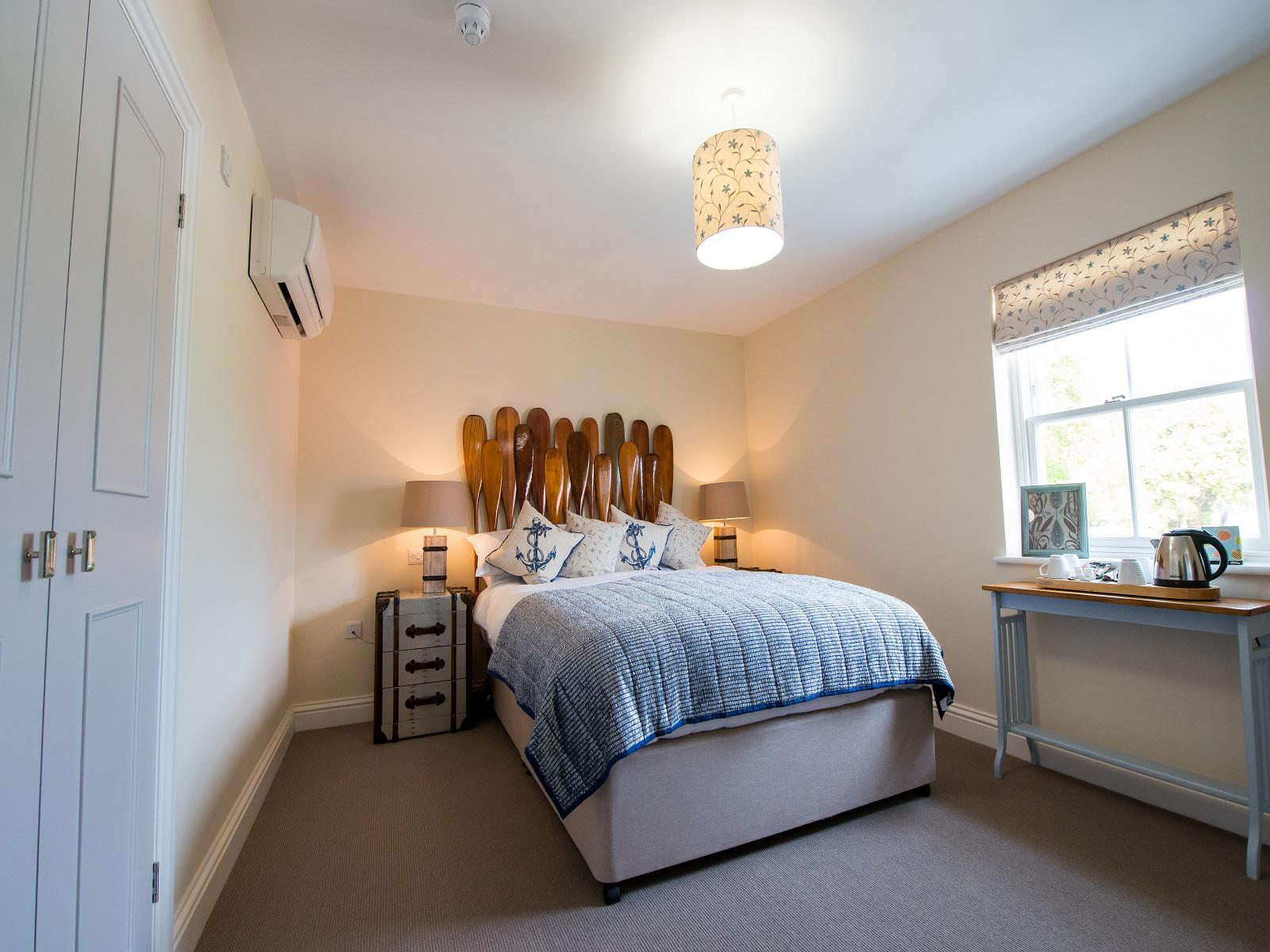 Double room-Luxury-Ensuite with Shower-King Bed and Bunk Bed