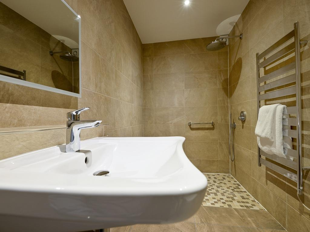 Double or Twin-Wet room