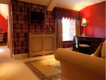 Scarlett Manor Suite Lounge
