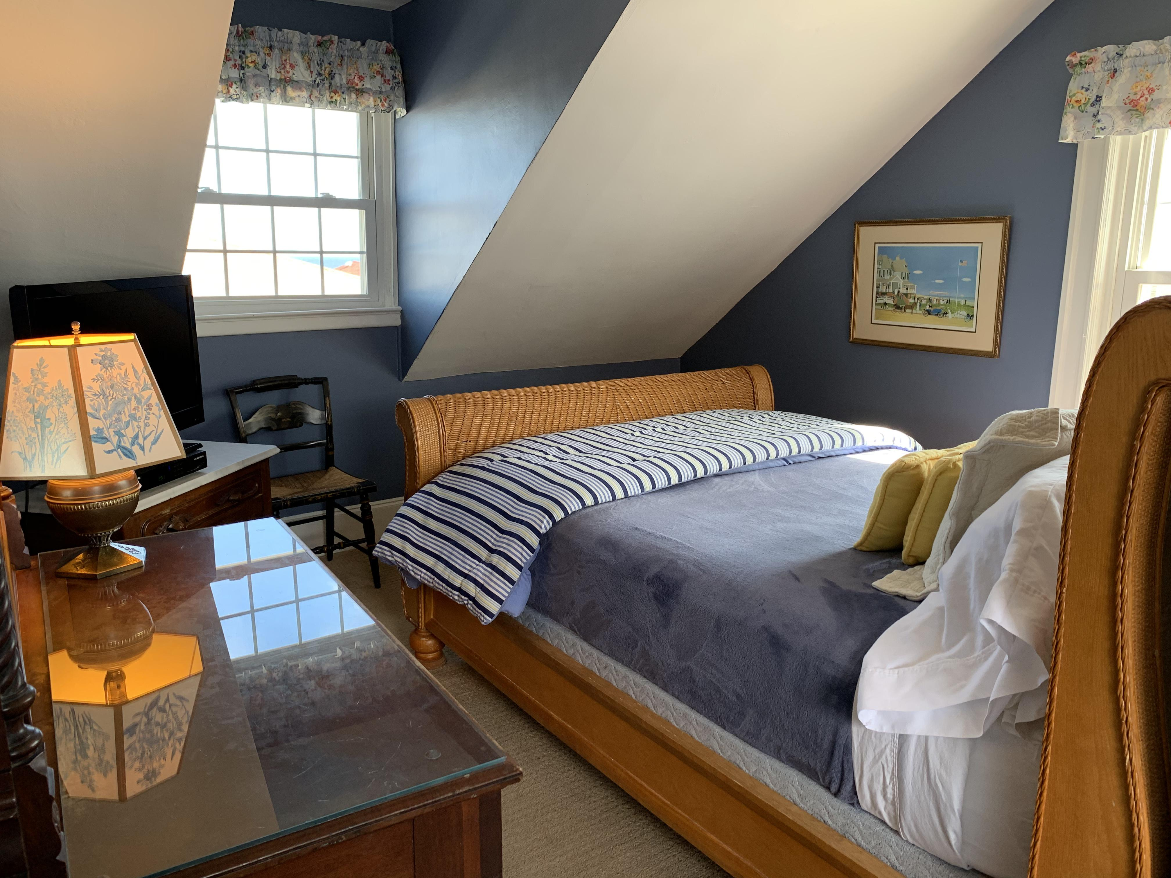 Queen-Ensuite-Traditional-Ocean View - Base Rate