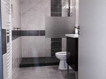 La salle de bains de la chambre Noisette