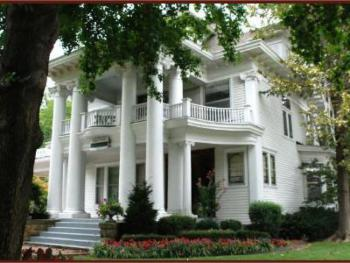 Historic Hayes House's intimate suites provide guests with warm, luxurious spaces to relax and unwind in.  Hayes House is the premier lodging facility in Muskogee, Oklahoma.