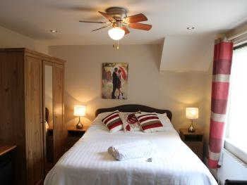 r2 double room