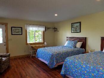 Deluxe Queen Cottage Room