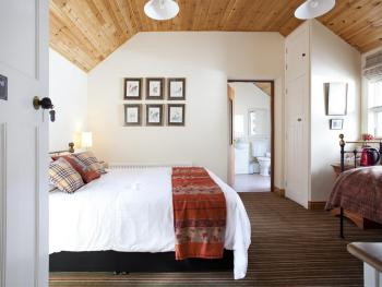 Triple-Ensuite-Courtyard Room-Room Only